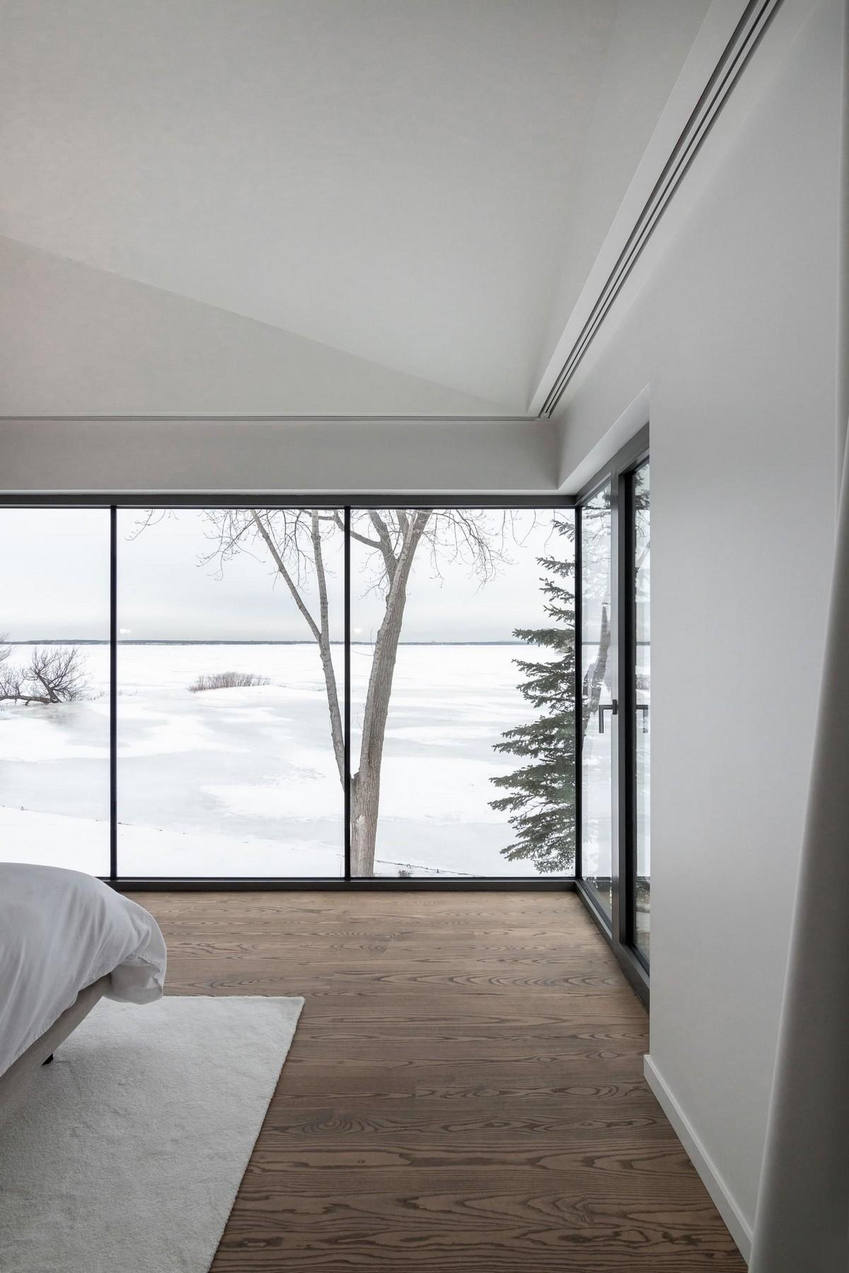 Частный дом на берегу озера в Канаде