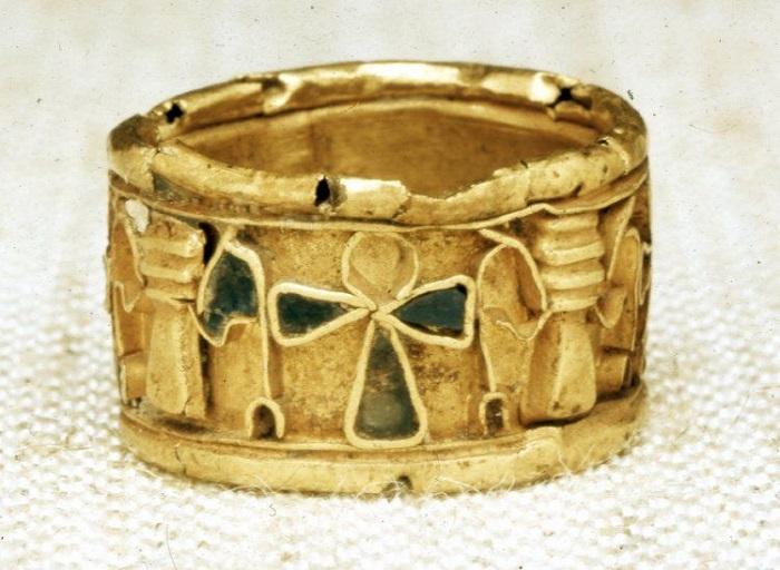 Откуда появилось и как менялось помолвочное кольцо