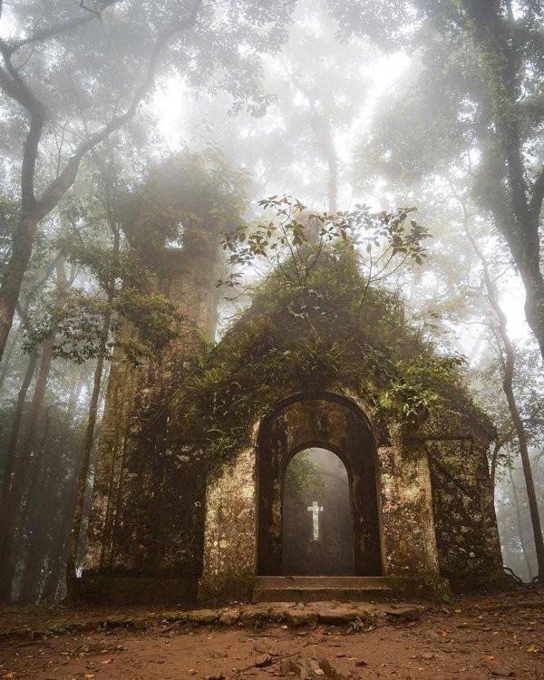 Притягательная красота заброшенных мест на снимках