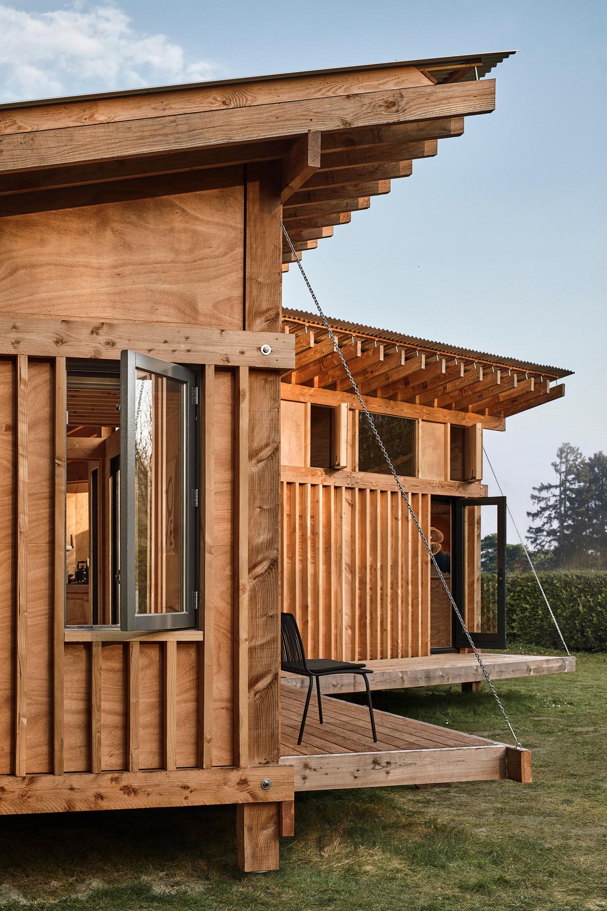 Одноэтажный деревянный дачный домик в Нидерландах