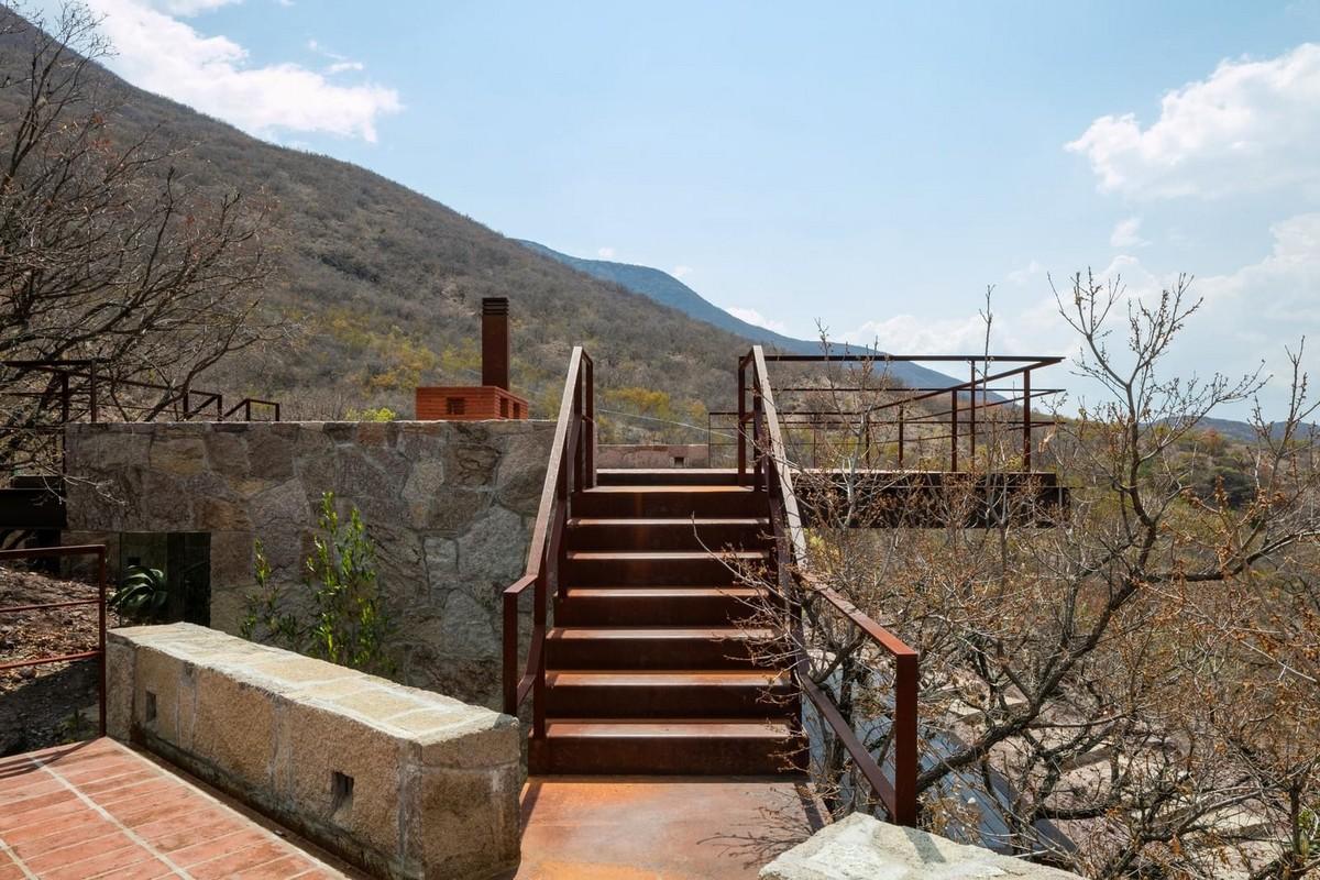 Частный дом из камня, стекла и стали в Мексике Картинки и фото