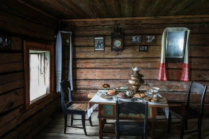 Почему в СССР картины и зеркала вешали под углом