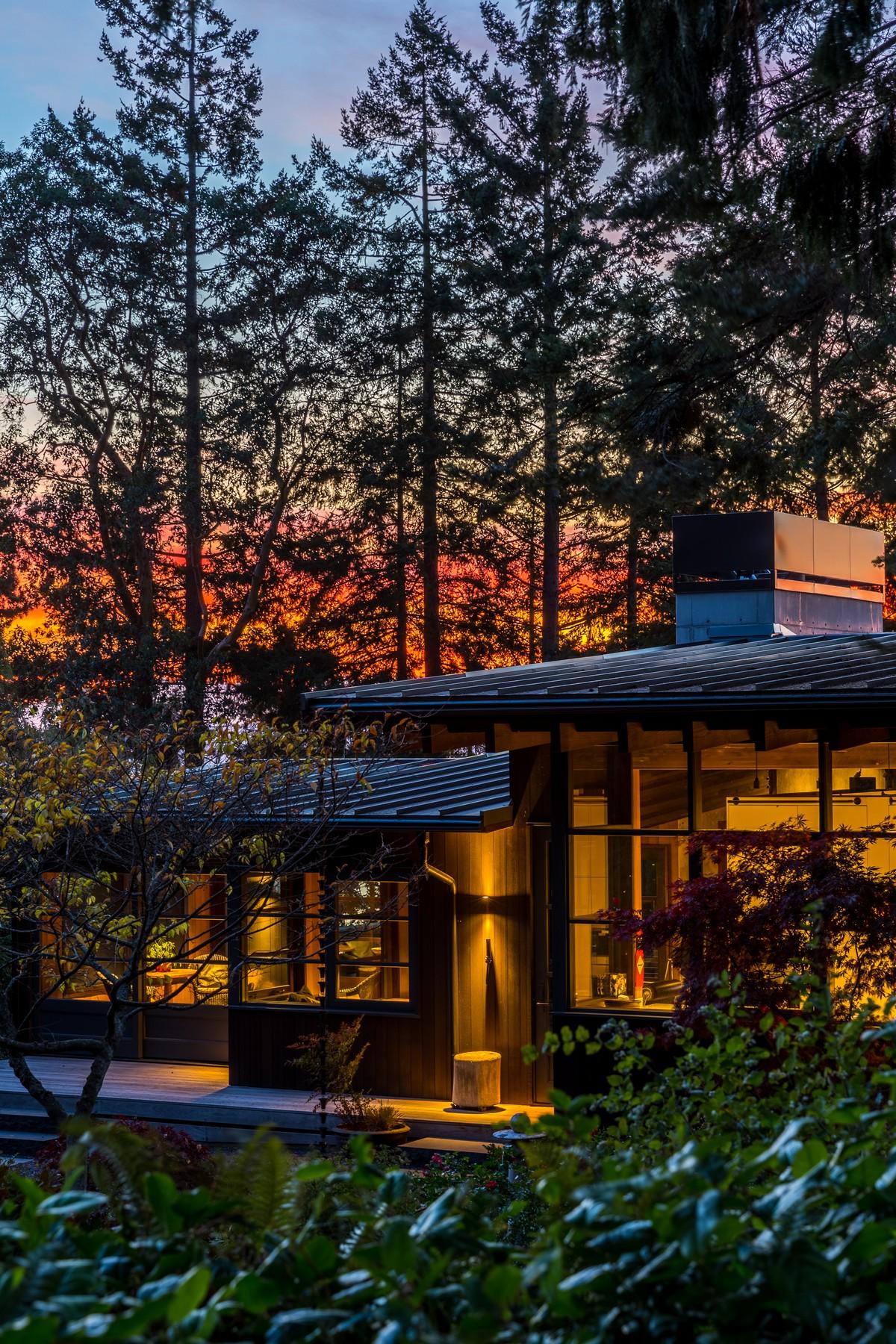 Каркасный дом с видом на залив в США