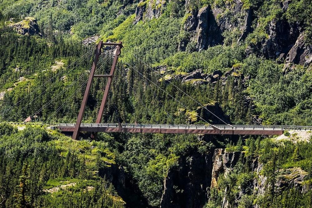 Самые опасные среди пешеходных мостов в мире