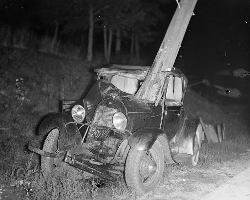 Фотографии аварий в годы, когда автомобилей было довольно мало