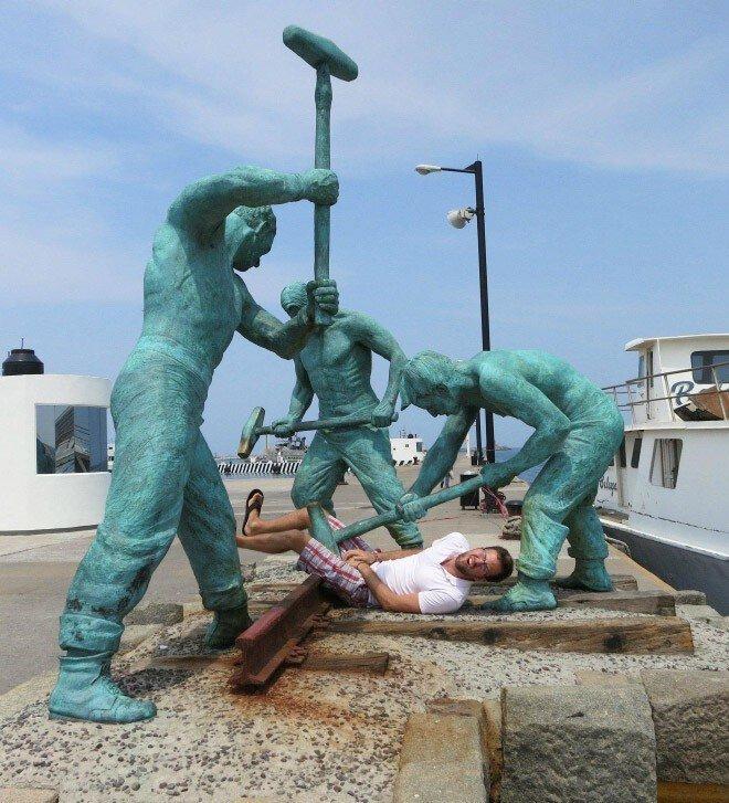 Когда памятники наносят ответный удар