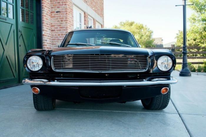 Рестомод Ford Mustang, доработанный фирмой Panoz