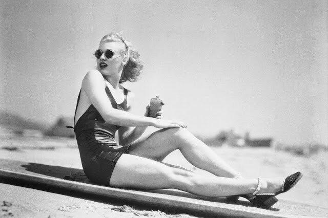 Летние каникулы знаменитостей на ретро-фотографиях из прошлого