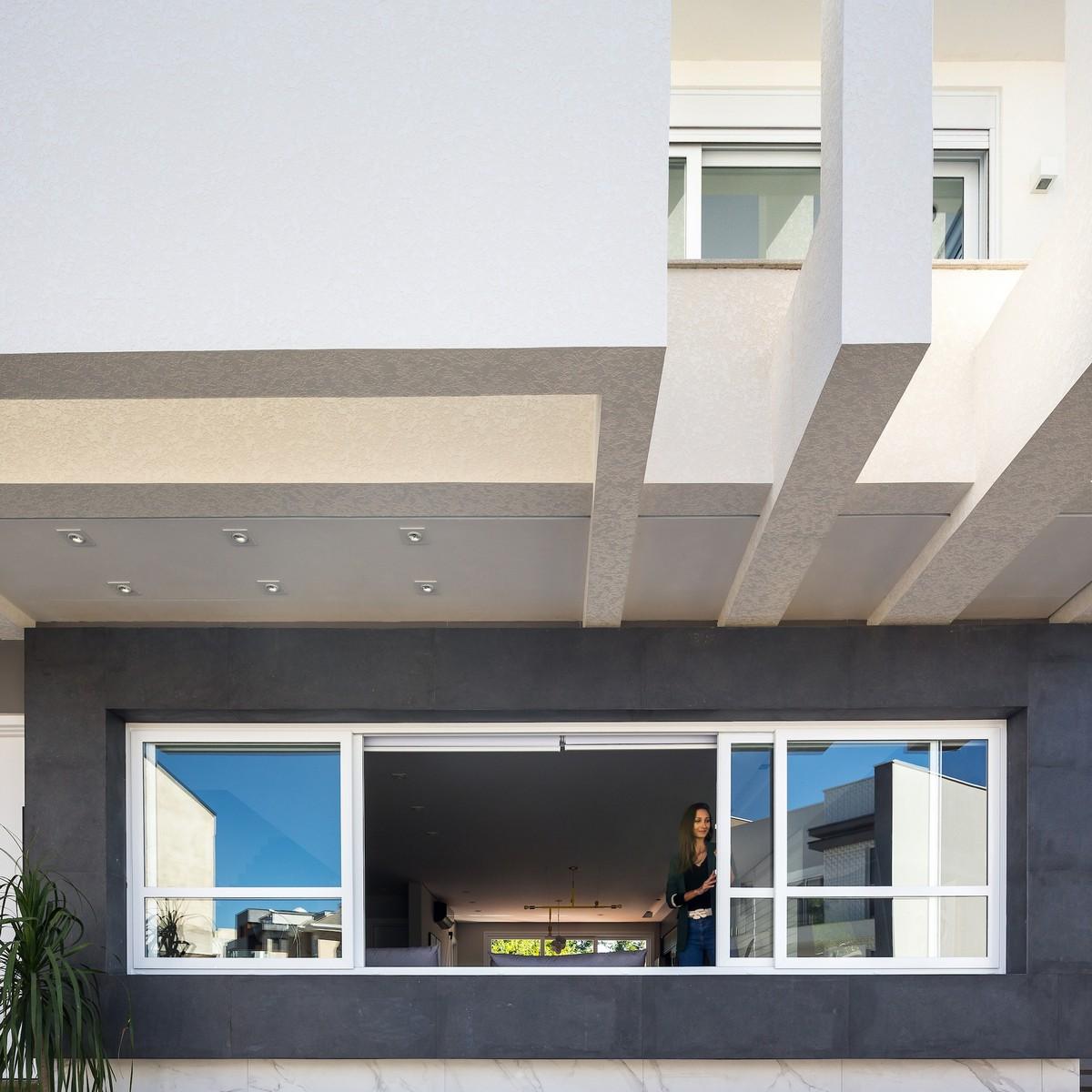 Минималистский дом с современным дизайном в Бразилии
