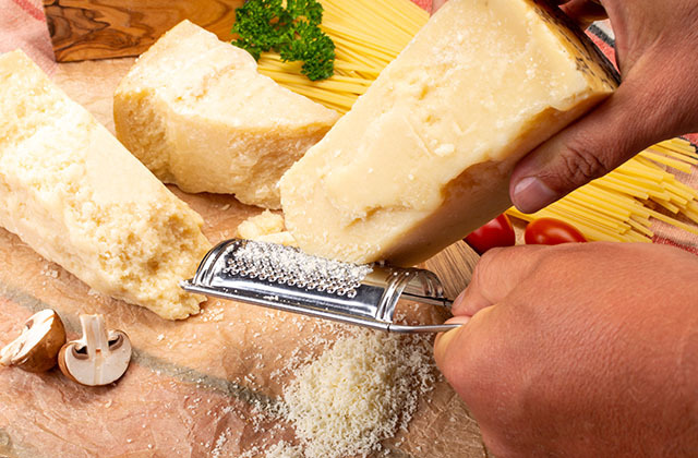Зачем в сыре нужны дырки