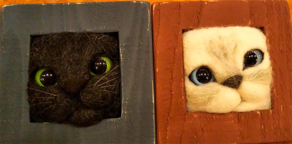Кошачьи мордочки из шерсти, которые пытаются вылезти из рамки (ФОТО)