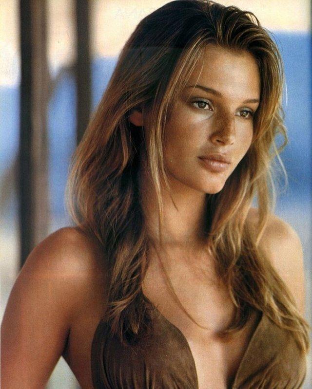 Знаменитые и красивые девушки 1990-х годов