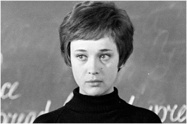 Актрисы из СССР, которые сыграли школьных учительниц (ФОТО)