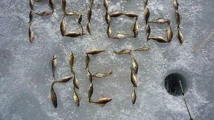 Почему рыбаки оставляют небольшую рыбку возле лунки