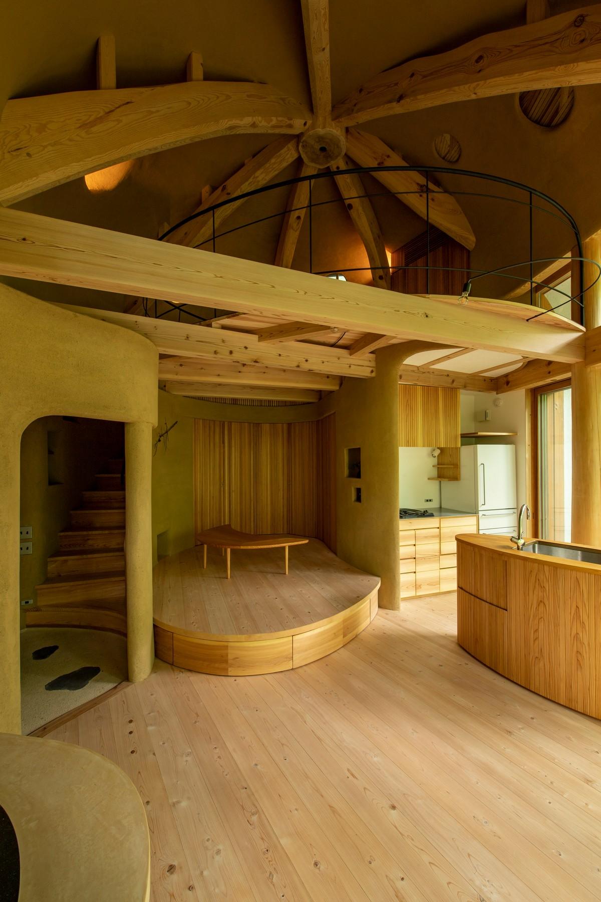 Необычный лесной домик-раковина в Японии