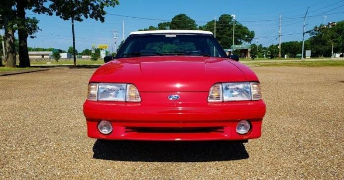 30-летний кабриолет Ford Mustang продают по цене нового