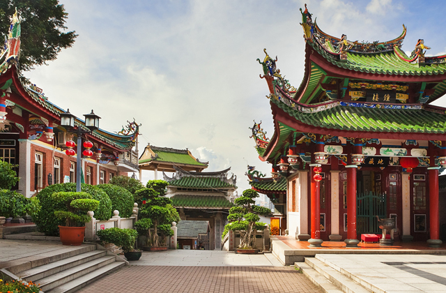 Почему у китайских пагод крыши загнуты вверх