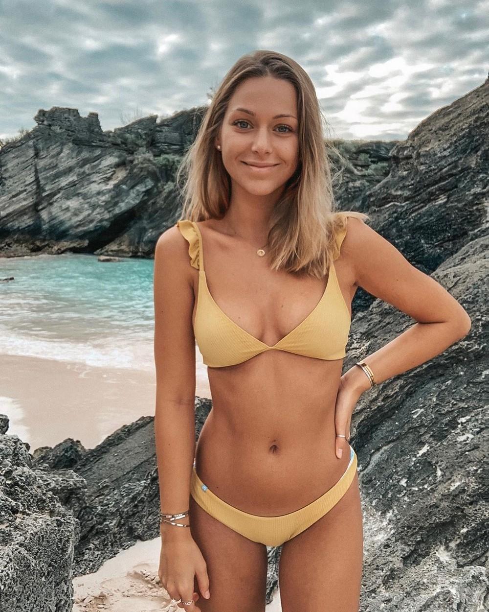 Красивые девушки в купальниках и бикини (ФОТО)