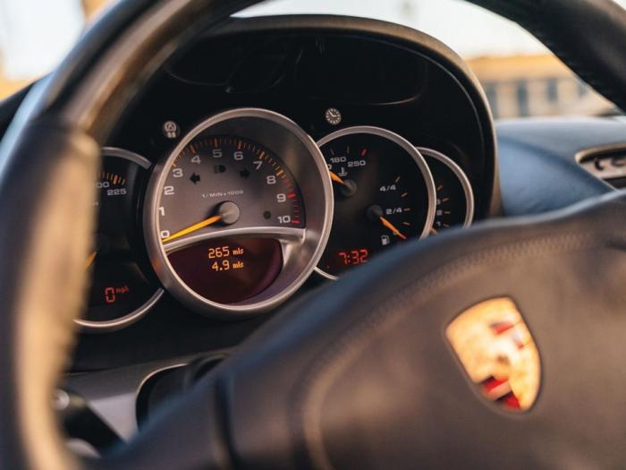 Porsche Carrera GT — последний суперкар с механикой