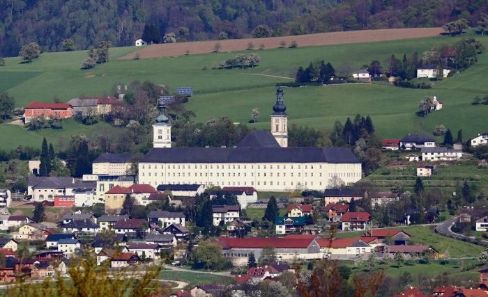 Зачем сделано столь необычное асфальтное покрытие в Баварии