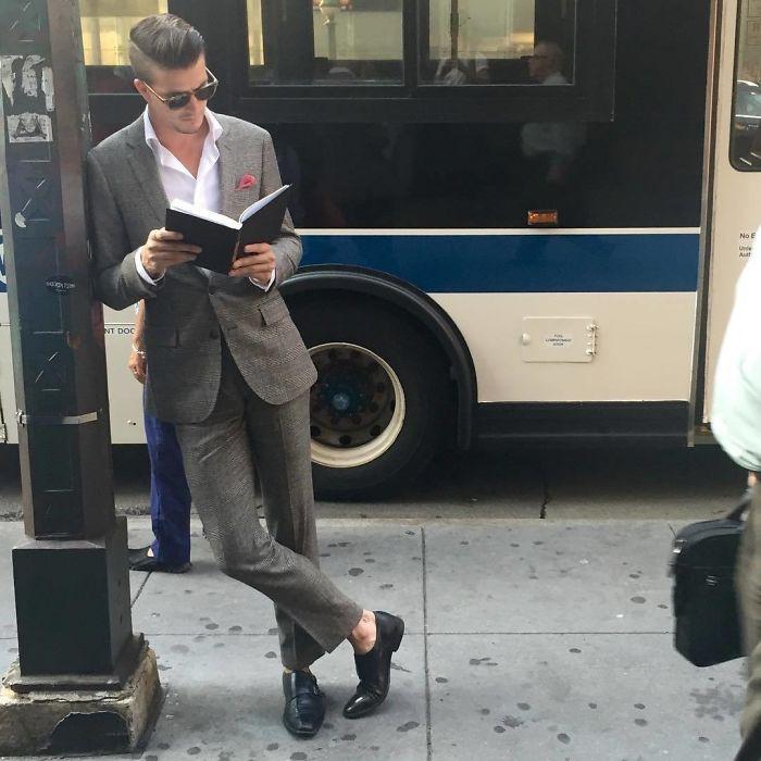 Аккаунт в Instagram, который посвящён читающим парням
