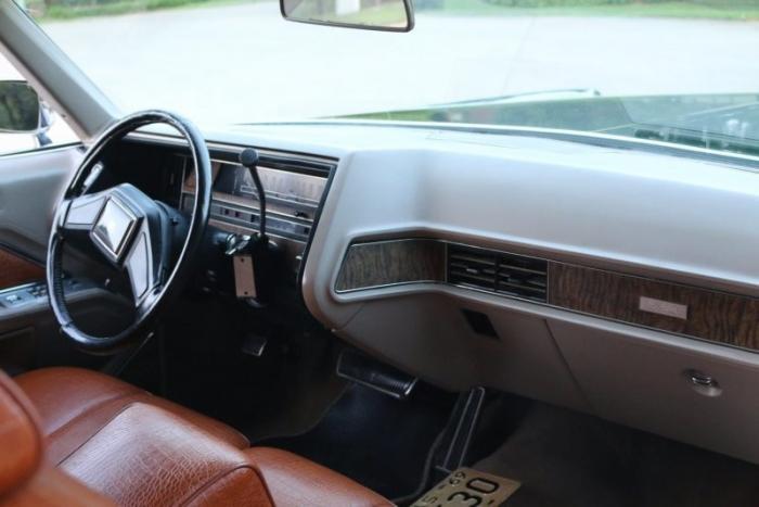 Универсал Cadillac De Ville 1969 года в цвете British Racing Green