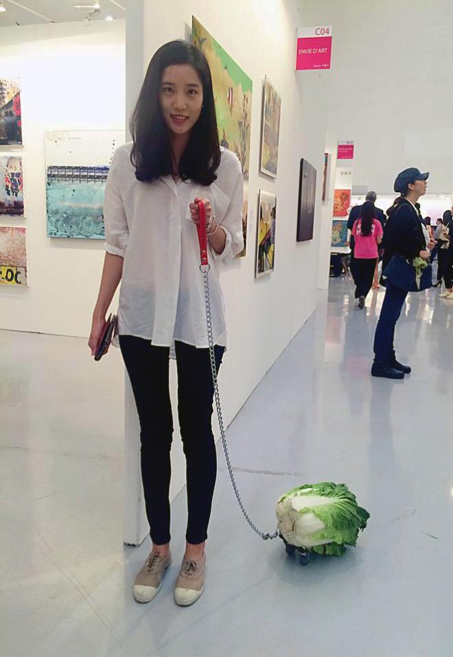Веганы выгуливают своих домашних питомцев