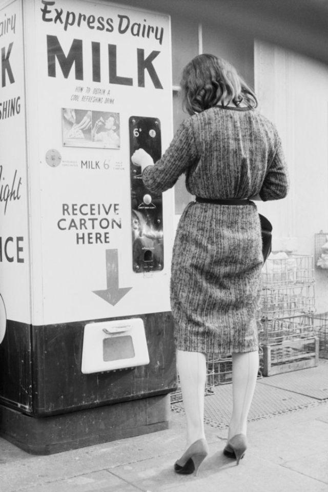 Автоматы по продаже разных интересных товаров из прошлого