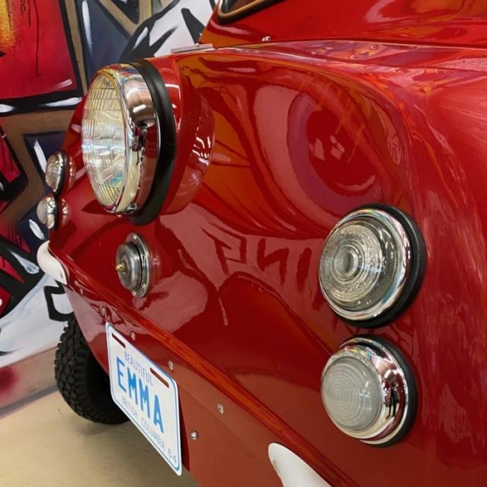 Отреставрированный трехколесный микроавтомобиль Peel P50