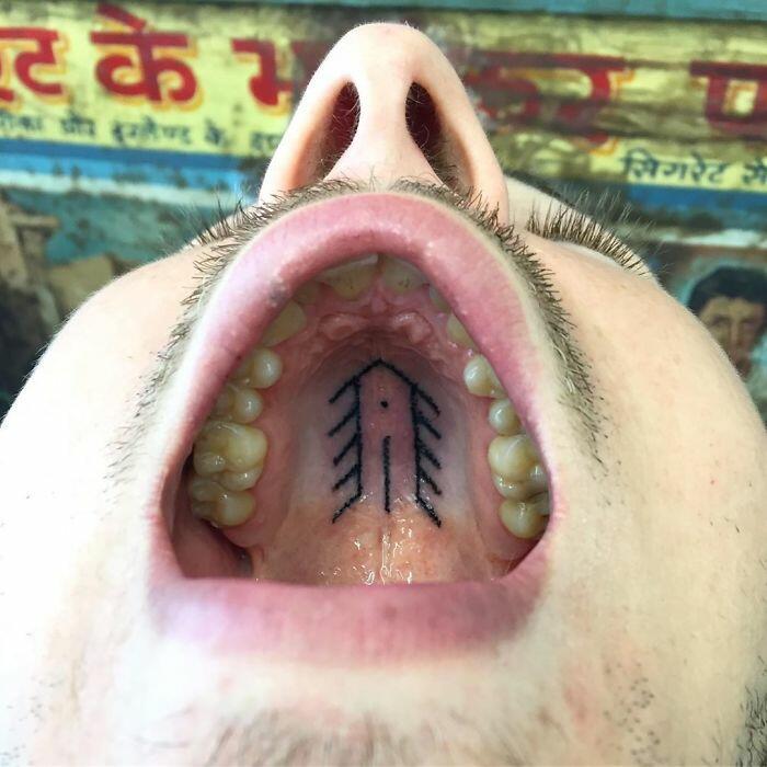 Бельгийский тату-художник делает скрытые татуировки на дёснах и нёбе