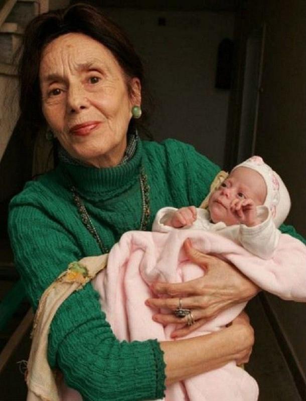 Самые возрастные среди мам в мире