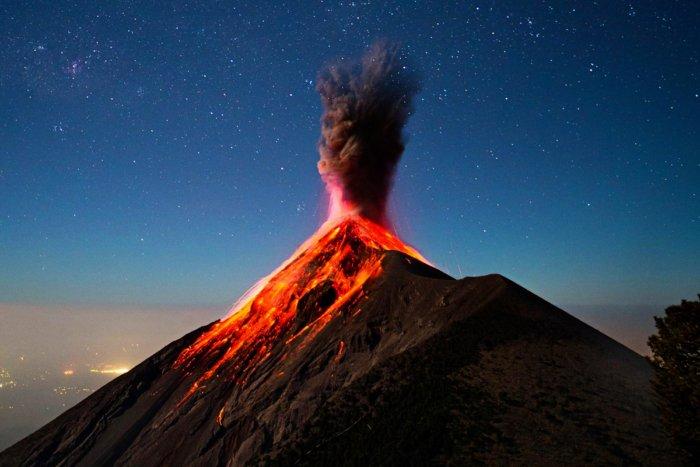 Каким образом происходит извержение вулкана