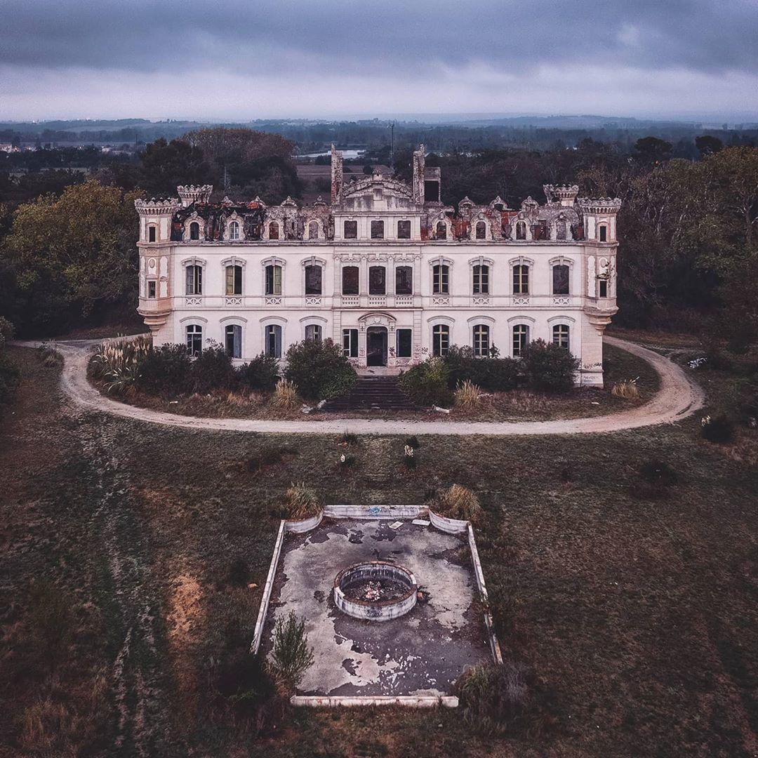 Скрытая красота заброшенных зданий на снимках Маттиаса Хакера