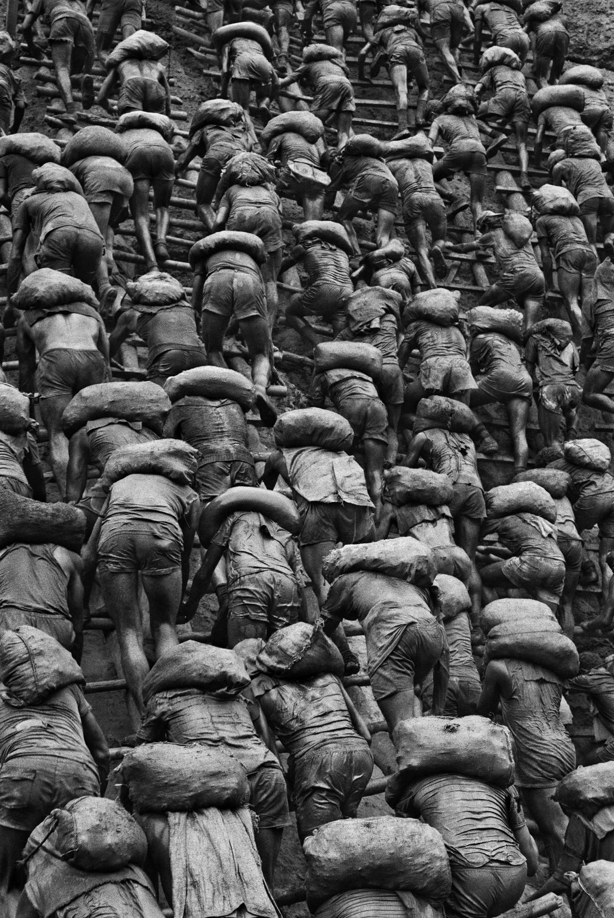 Величие и хрупкость мира в эпичных чёрно-белых снимках Себастьяна Сальгадо