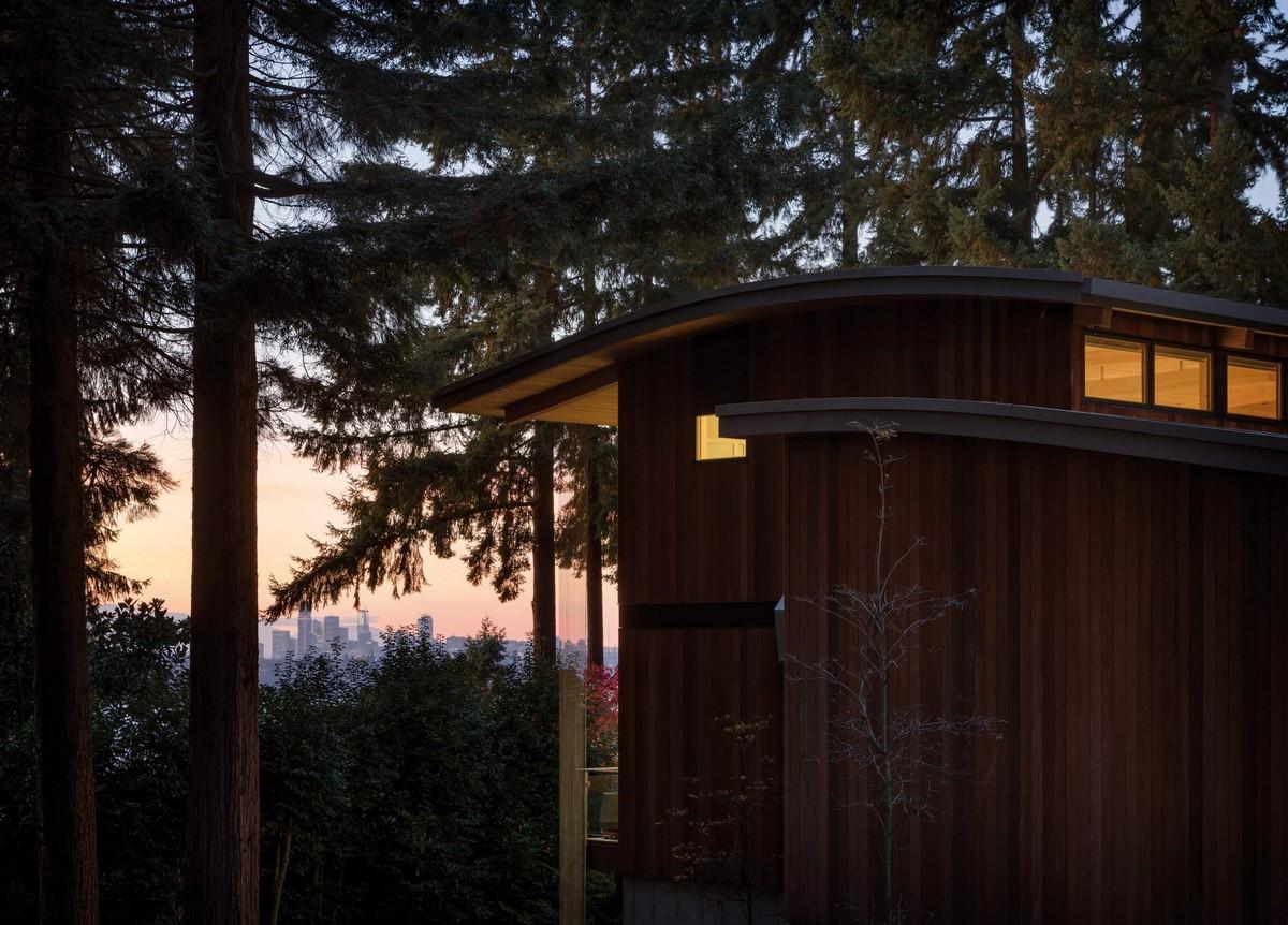 Дом Волны на берегу озера в США