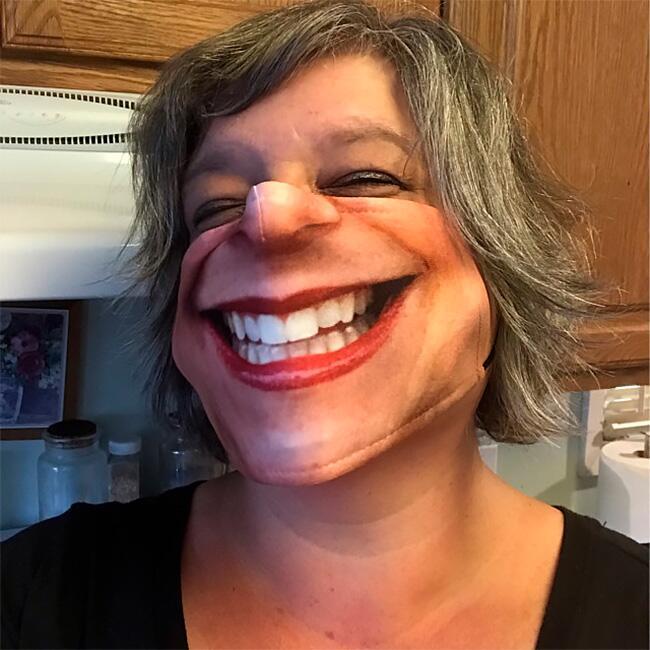 Забавные защитные маски, которые имитируют лица