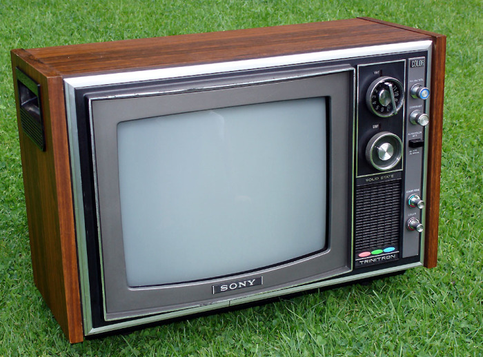 Почему корпус в советских телевизорах был деревянным