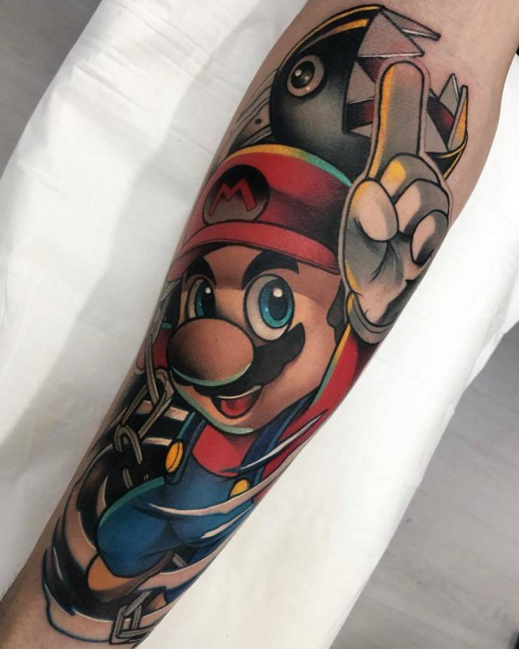 Яркие татуировки с персонажами поп-культуры