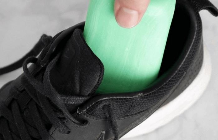 Для чего кладут мыло в обувь