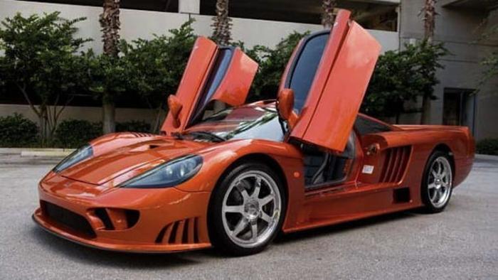 Суперкар Saleen S7 2004 года мощностью 1200 лошадиных сил