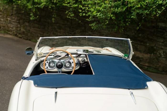 Британский родстер Austin-Healey 100 и Austin-Healey 3000