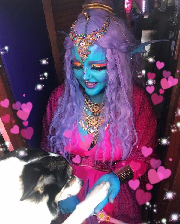 Лоурайи Ли из Великобритании уже два года ходит синей