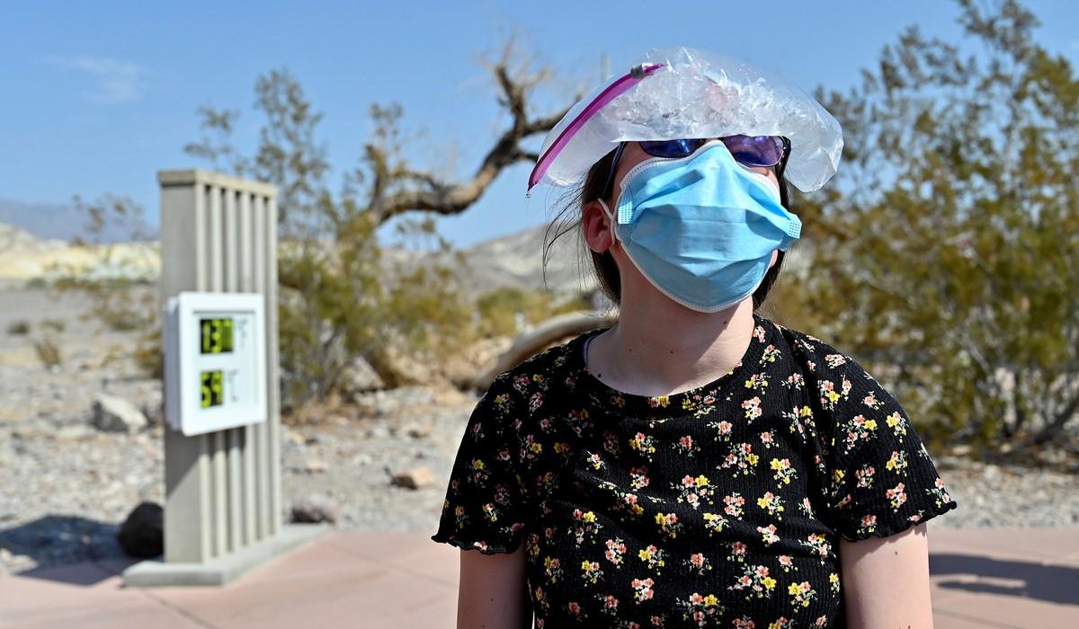 Сухая и очень жаркая Долина Смерти в США