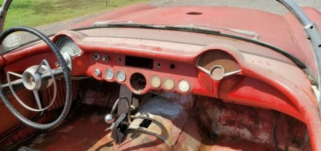 Классический Chevrolet Corvette C1, простоявший в сарае 50 лет