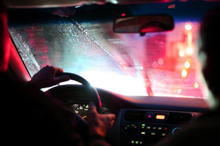 Почему из-за пьяного пассажира запотевают окна в машине?