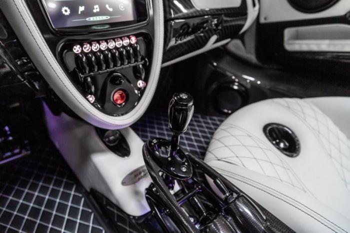 Матовый черный родстер Pagani Huayra — это уличный Бэтмобиль