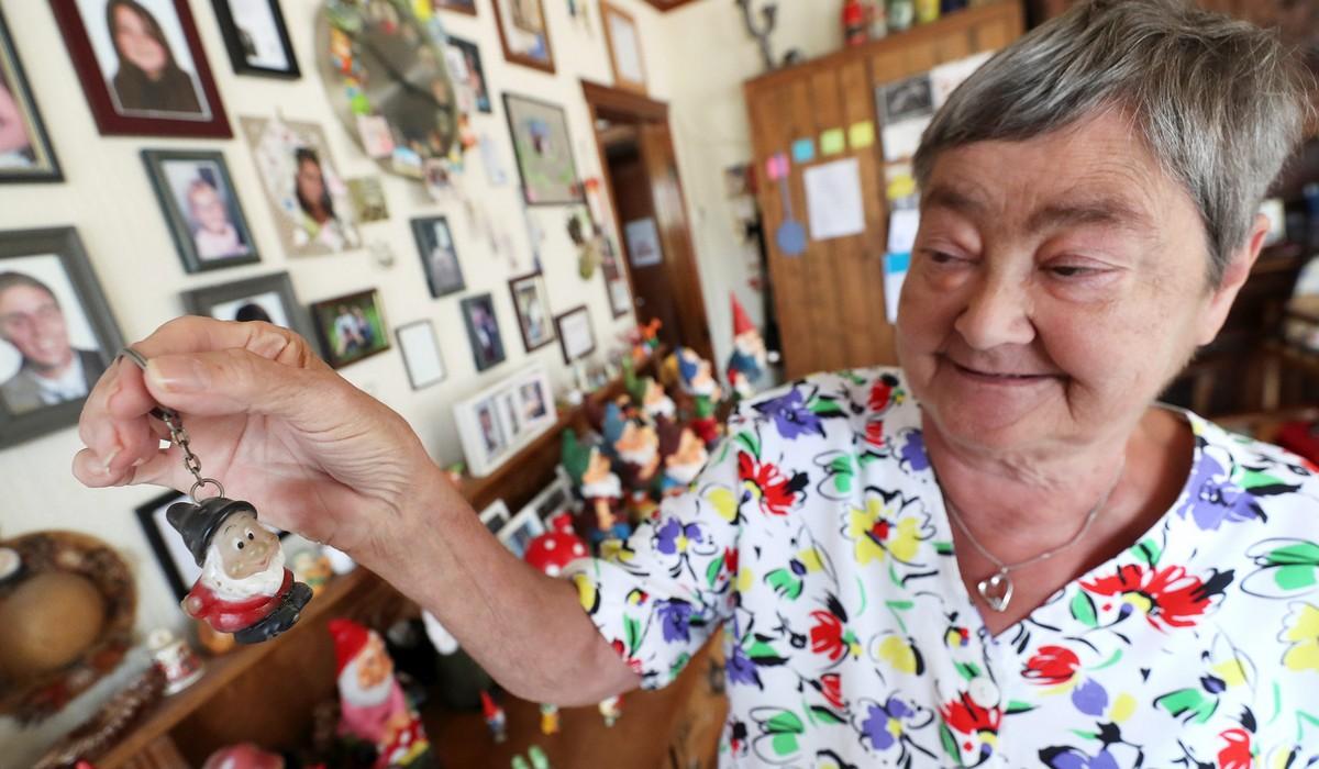 Бельгийская пенсионерка собрала большую коллекцию садовых гномов