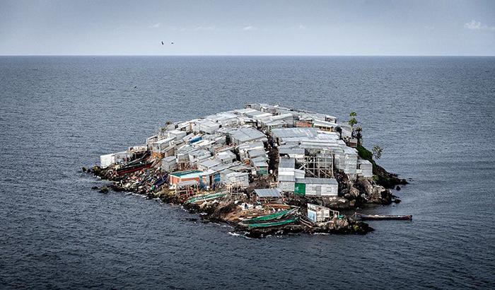 Жизнь на самом густонаселённом острове мира, который меньше футбольного поля