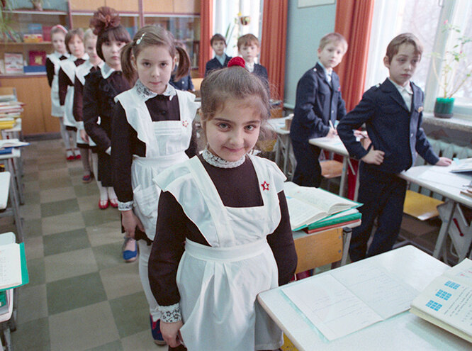 Как менялась школьная форма в России за последние 100 лет
