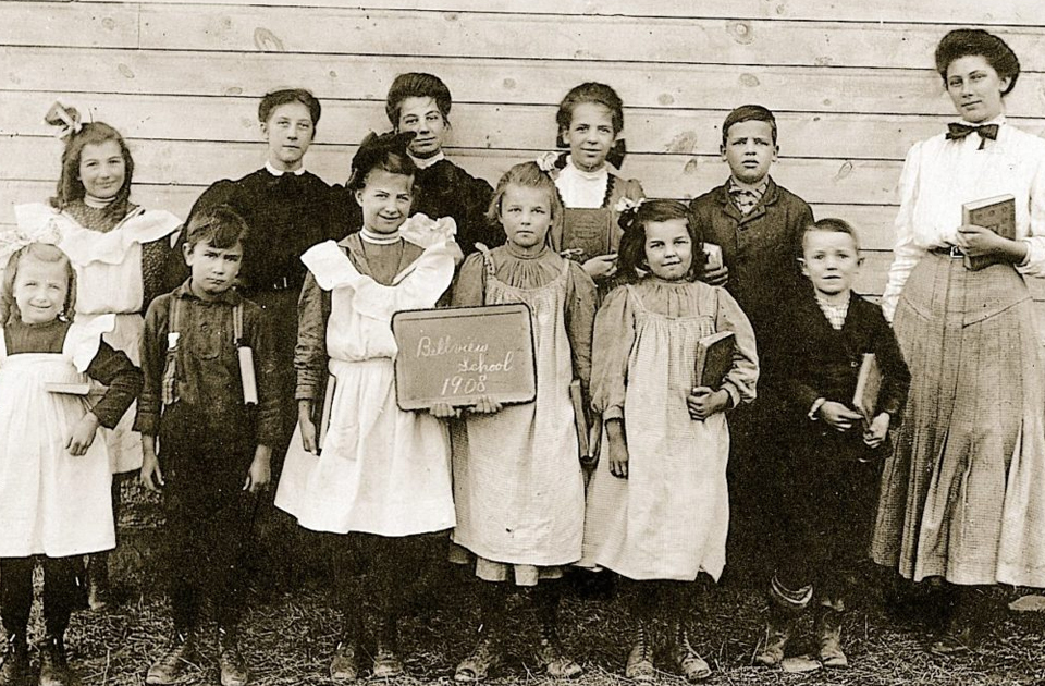 Школа 100 лет назад на архивных фотографиях XIX-XX веков